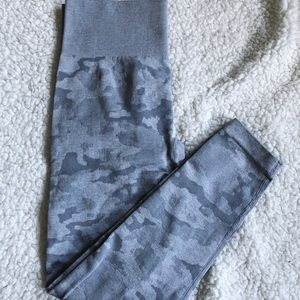 Pants - 🍑 NEW! Gray Camo Seamless Womens Leggings